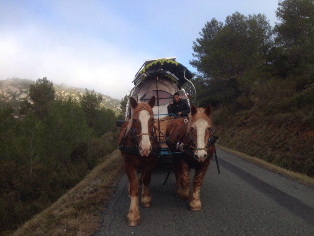 roulotte en route de montagne