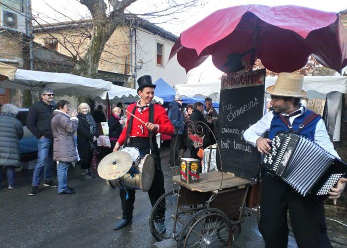 percussions et accordéon dans la rue